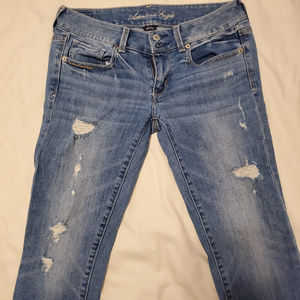 New AEO Artist Distressed zipper fly Jeans size 6R